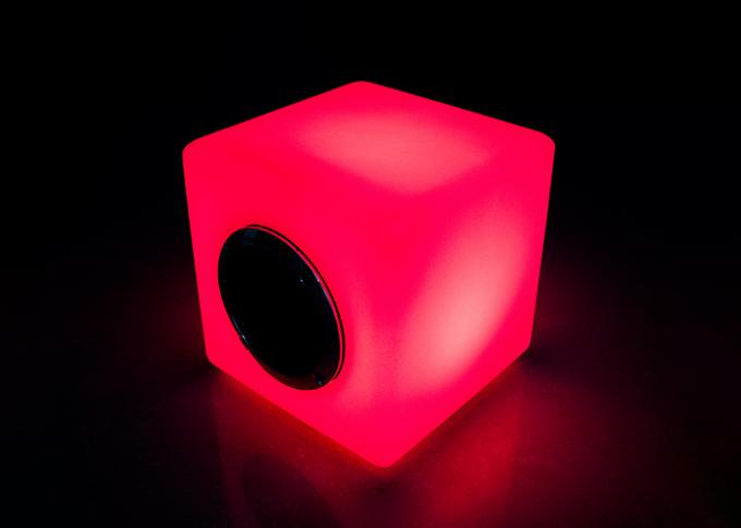 Le haut-parleur à télécommande 16 de cube en haut-parleur d'IR LED Bluetooth/LED colore variable
